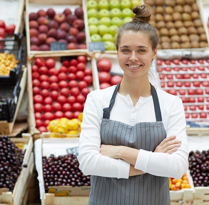 woman-selling-friuits-and-vegetatbles-GX8SEPA